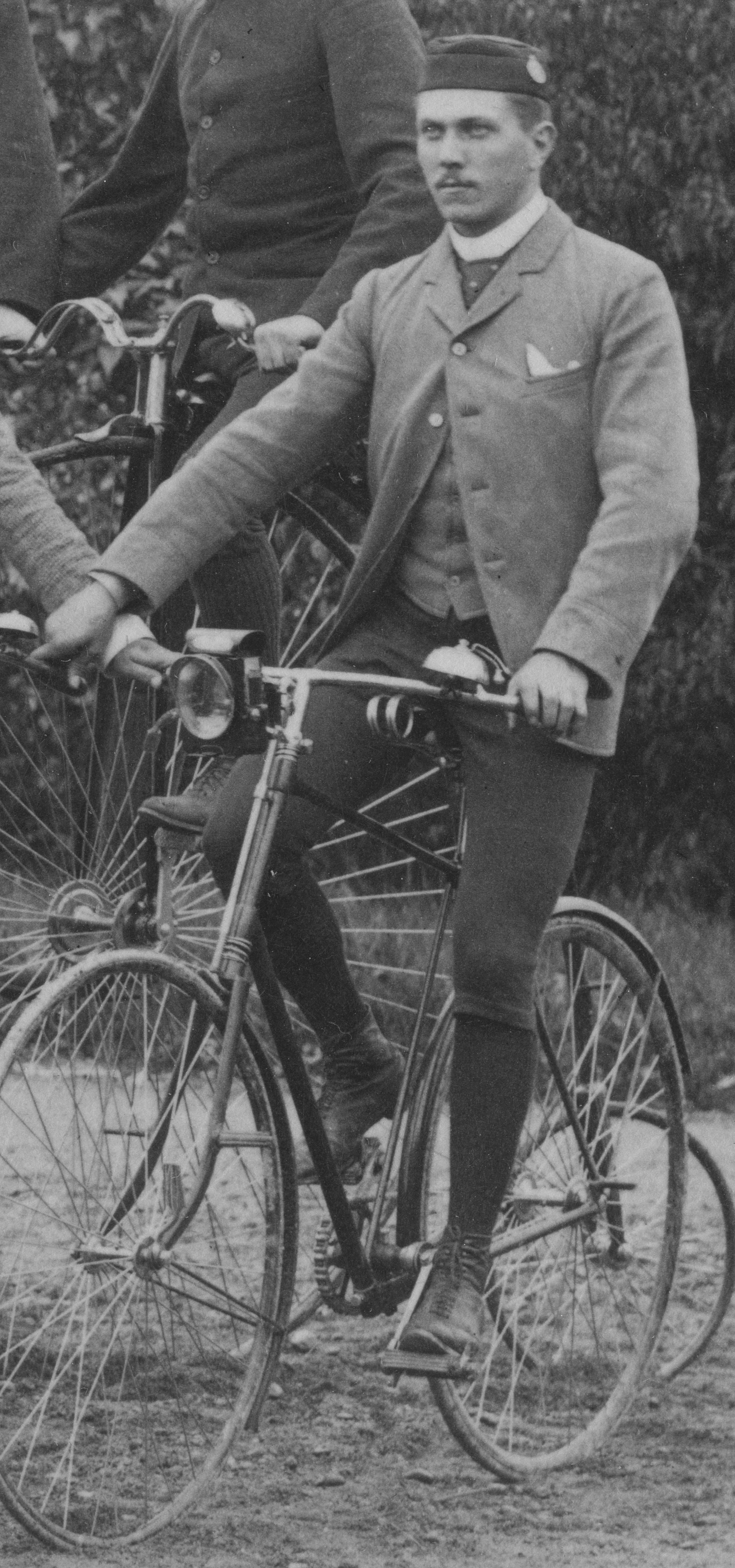 Abel Bergman på cykel